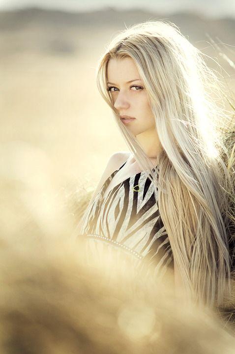 長い金髪の女の子