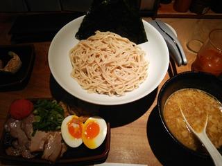 博多つけ麺[特](980円)