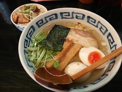 濱塩らぁめん(680円)とランチミニ肉ごはん(100円)
