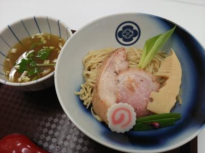 貝だしと地鶏のうま味がたっぷりつまった塩つけ麺(1,000円)