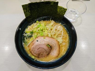 野菜醤油豚骨ラーメン