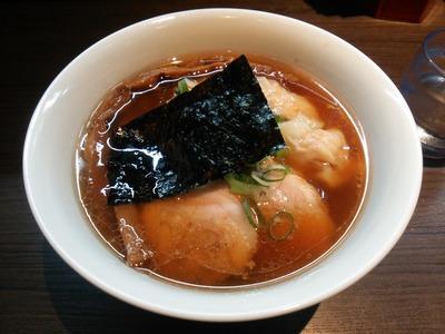 山水地鶏ワンタン麺