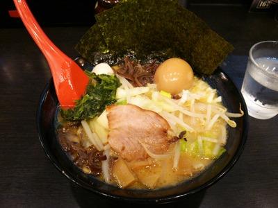 醤油豚骨ラーメン(780円)+きゃべもや(110円)+味玉(クーポン)