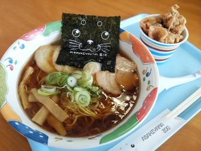 旭川醤油ラーメン680円+とり丸亭塩ザンギ360円