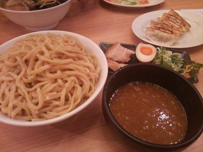 超濃厚魚介とんこつつけ麺(831円)+餃子(クーポン)
