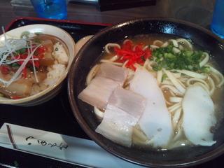 沖縄そばと三枚肉丼ハーフのセット