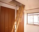 2階の1部屋には屋根裏収納が!