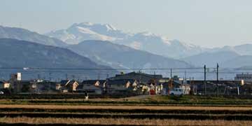 霊峰白山が、真っ白に雪化粧