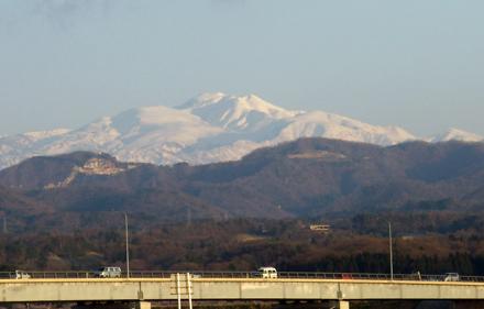 夕陽に映える白山