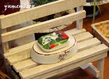 木製ベンチ