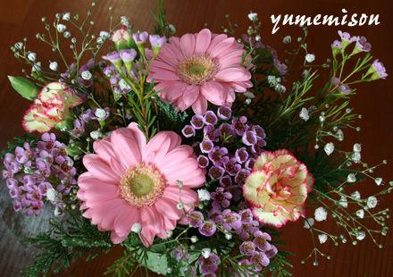 テーブル花のアレンジ・ピンク