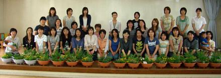 松任西幼稚園で、花とハーブの寄せ植え教室