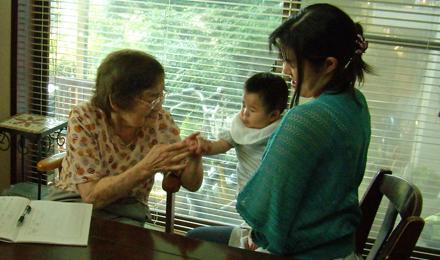 優太君を見て、大喜びの母