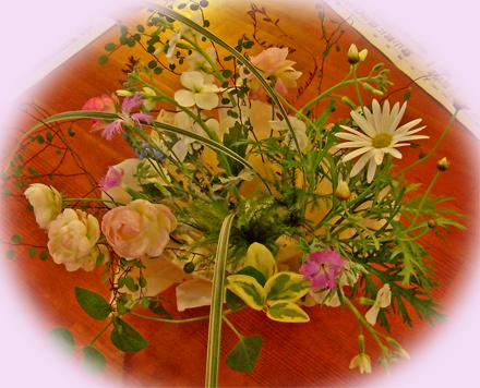 和紙の花器のフラワーアレンジ