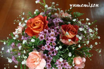 テーブル花のアレンジ・バラ