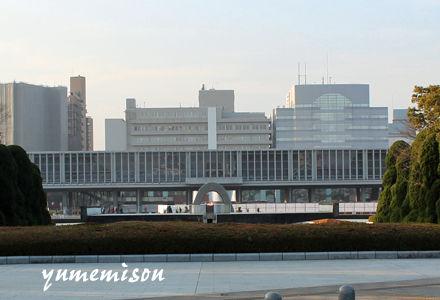 平和の灯と原爆平和記念資料館