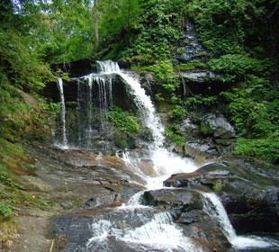 津幡町の大滝・・・・水量少な目でした。