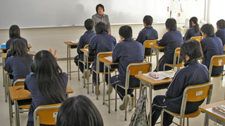 彗星高校での、ハーブ教室の様子