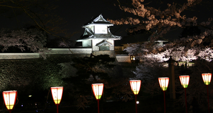 石川門のライトアップ