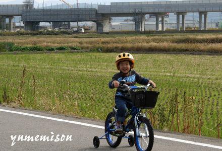 自転車に乗ってご機嫌の優太君