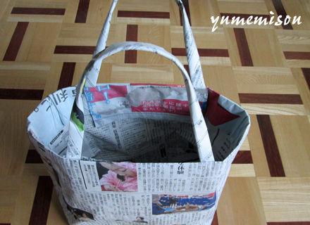 新聞紙の買い物かご