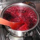 果汁を煮立てます。