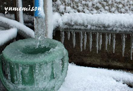 凍りついた水道