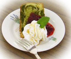 抹茶とマルベリーのケーキ