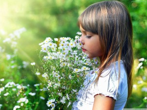 child-and-flowers_58983