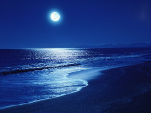 full-moon-shining on ocean