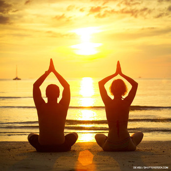 HawaiiHealthWellness_YogaCouple1