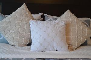 pillows-1090466_1920