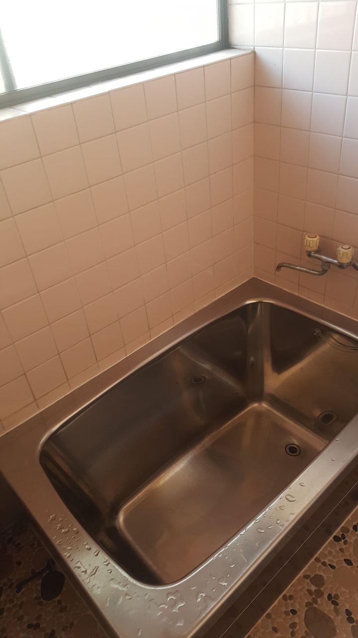 ↑ 浴槽の横に設置!! 浴槽から出る時などに水圧もあるのでなかなか立ち上... 手すり設置工事