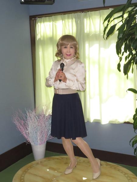 ベージュブラウス紺フレアースカートE(3)