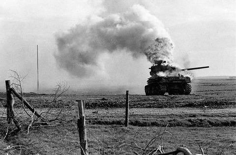 写真31_M4A3E8_burning