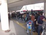 16バス待ちの列