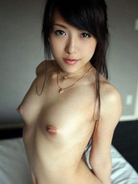 美人人妻・若妻の胸の谷間とおっぱいに乳首の親密な関係 (22)