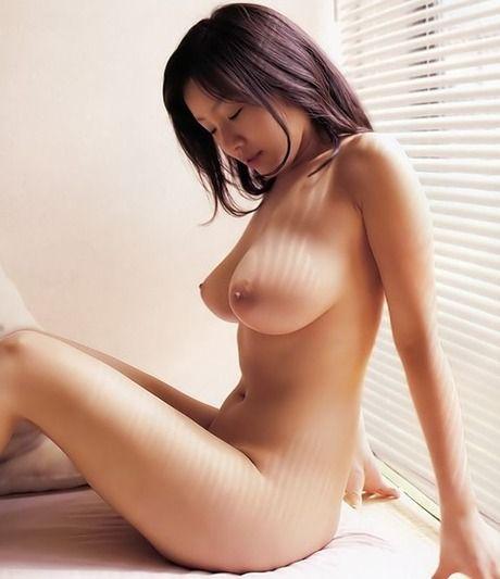 乳首を舌でコロコロ転がしたくなる巨乳の美女・お姉さん・人妻 (5)