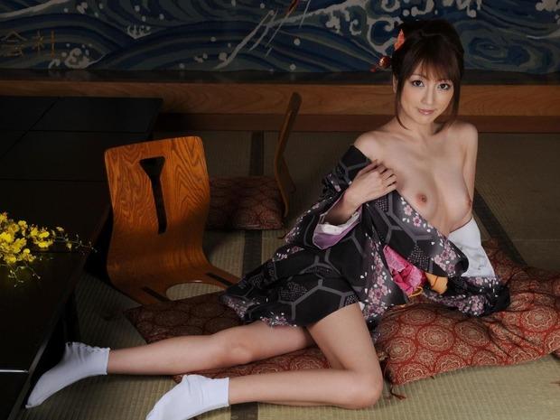 綺麗なお姉さんの乱れた和服姿 (15)