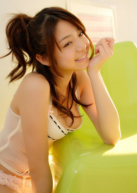 美女・美少女に手コキの手ほどきを教えるエロ動画像 (17)