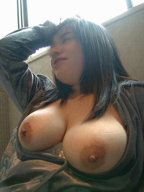 乳輪が大きい巨乳爆乳美女 (13)