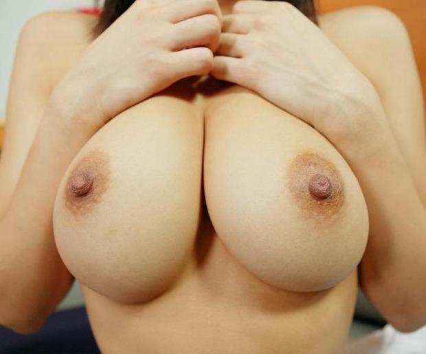 乳首を舌でコロコロ転がしたくなる巨乳の美女・お姉さん・人妻 (13)