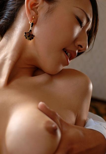 乳首おっぱいを弄られて半目でイキ顔の巨乳美女と綺麗なお姉さん(9)