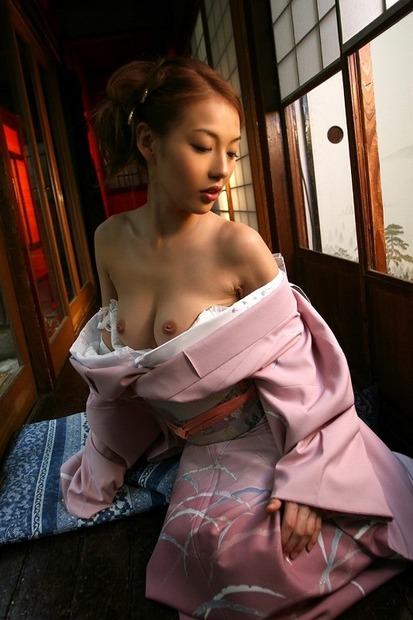 綺麗なお姉さんの乱れた和服姿 (23)
