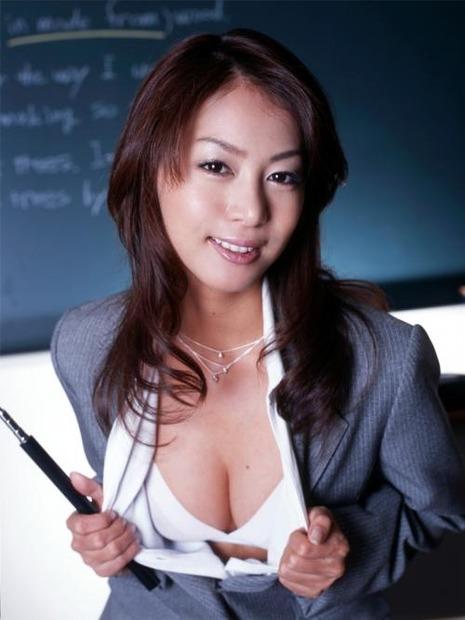 新任女教師がフェロモン大放出のエロ動画像 (21)