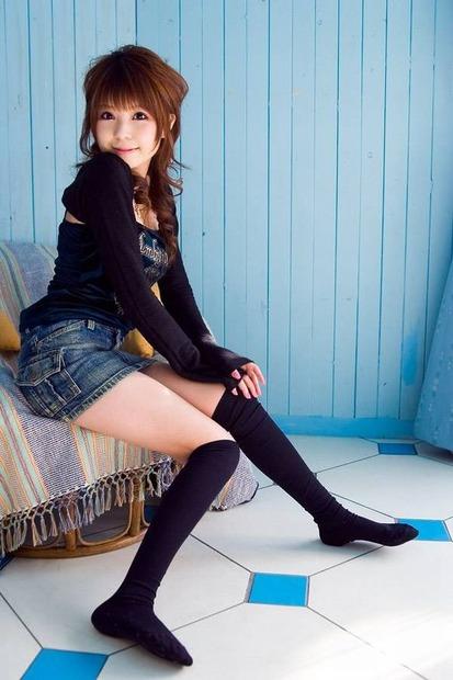 美女・美少女に手コキの手ほどきを教えるエロ動画像 (9)