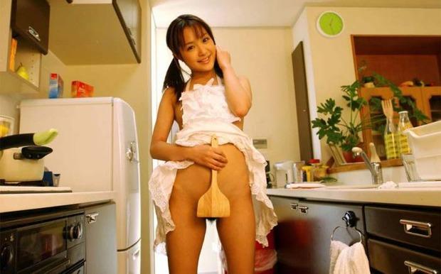 熟女・美悪魔・美人人妻・若妻・が裸にエプロンで僕を調理する (19)