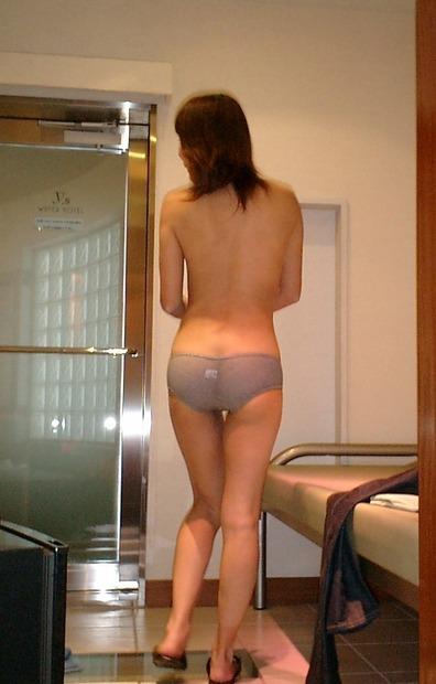股間がムズっとする意外とそそられる下着姿の女の子のエロ画像 (23)