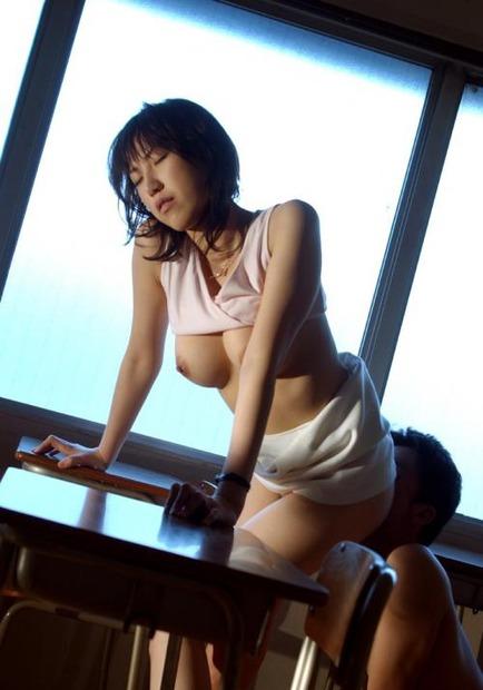 女教師も濡れるイキ顔 (15)