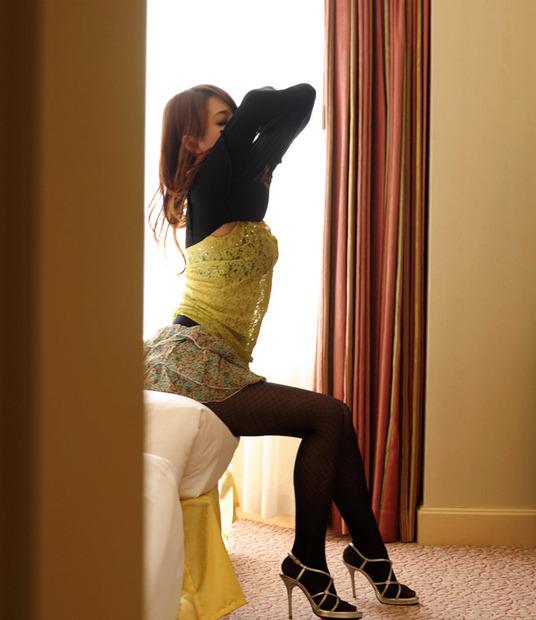 下着の脱ぎ方がエロチックな美女・人妻・お姉さん達のエロ動画像 (4)